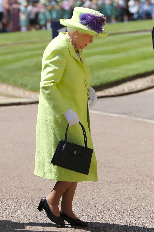 https://hips.hearstapps.com/hmg-prod.s3.amazonaws.com/images/queen-arriving-1526744368.jpg