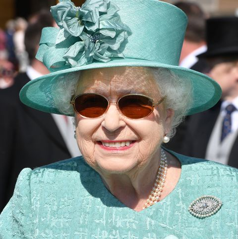 queen-elizabeth-sunglasses-surgery