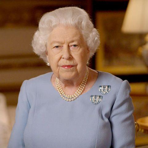 queen elizabeth aquamarine brooch clips ve day