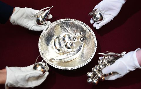 queen elizabeth gifts silver bowl fruit zambia