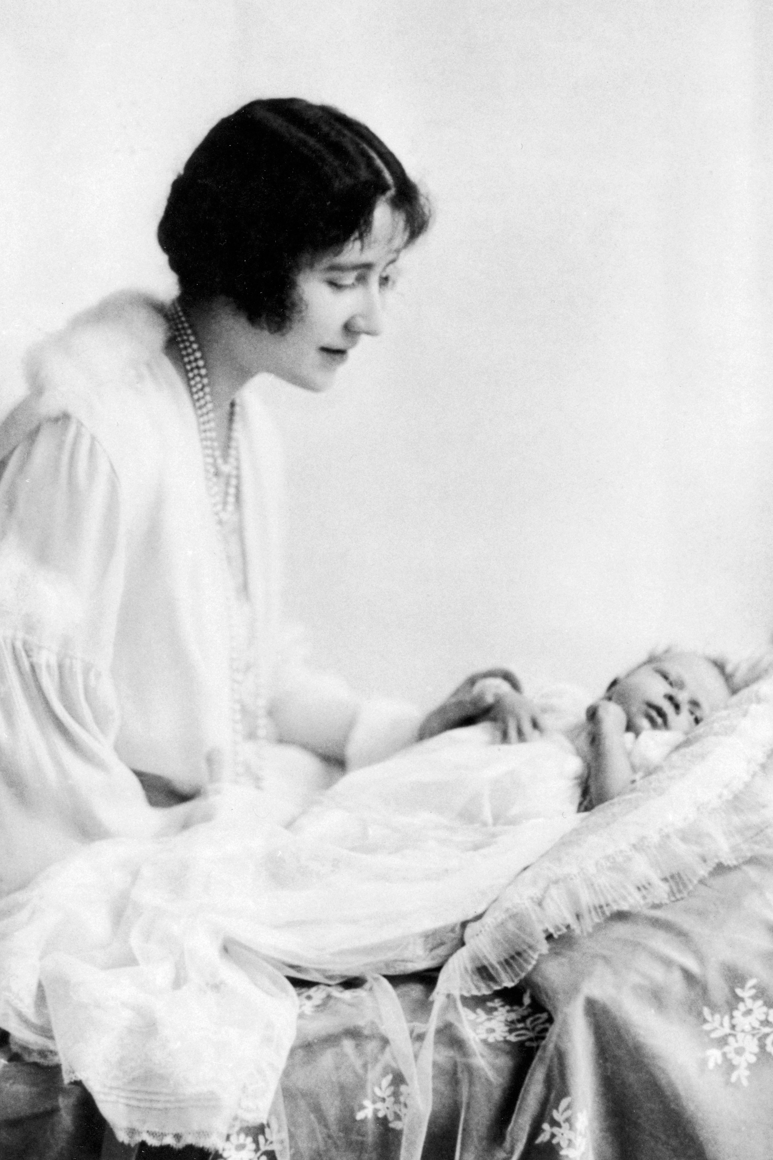 Queen Elizabeth I with her daughter Elizabeth. 1926.