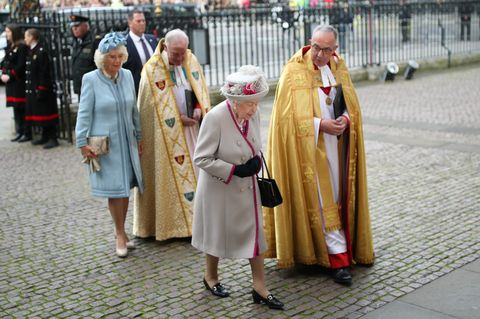 Queen attends service at Westminster Abbey