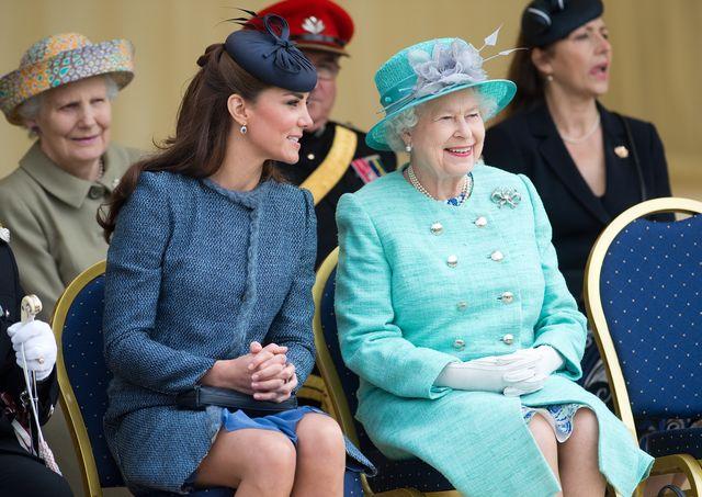 キャサリン妃 エリザベス女王 ロイヤルファミリー