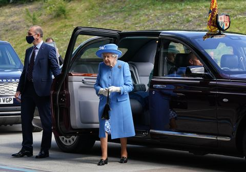 the queen and the duke of cambridge visit irn bru factory