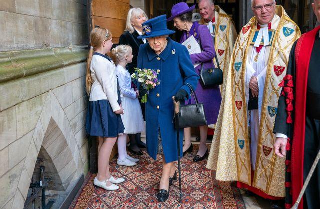エリザベス女王 杖 健康 ロイヤルファミリー