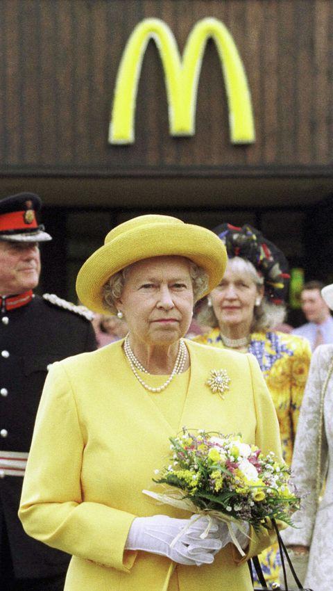 gbr queen elizabeth ii arrives at a mcdonald's drive thru restaurant