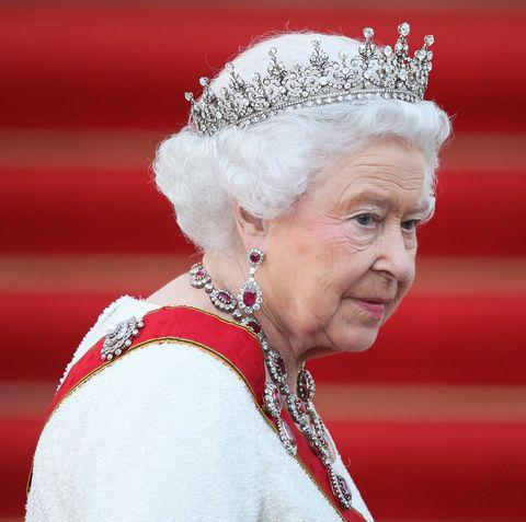 Headpiece, Pope, Hair accessory, Headgear, Monarchy, Elder, Fashion accessory,