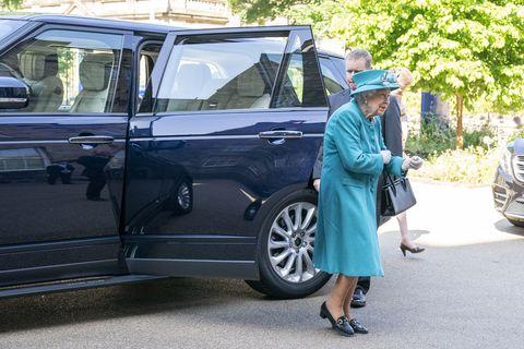 the queen visits edinburgh climate change institute