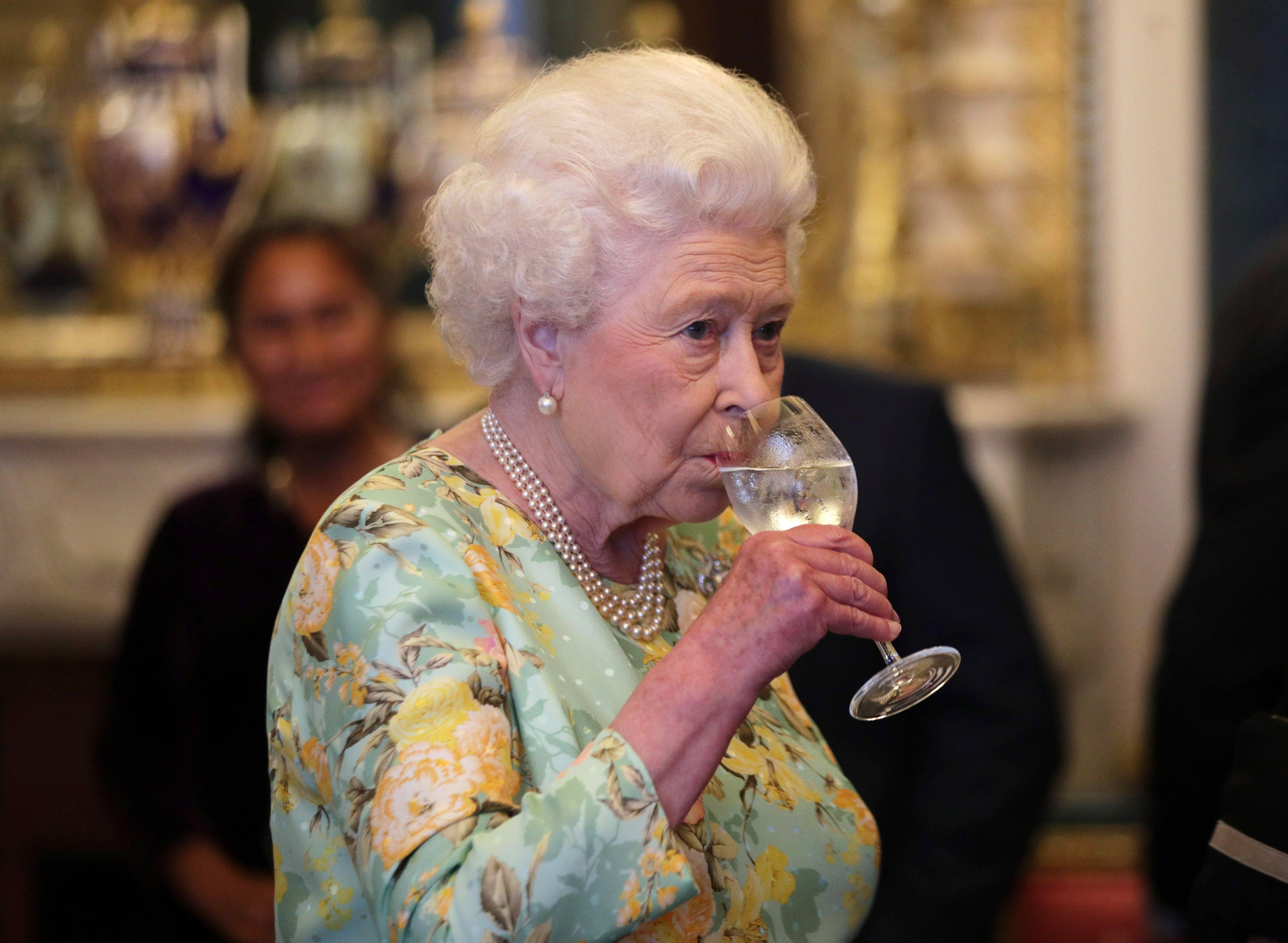 Come fa la Regina Elisabetta a essere così strong? Abbiamo scovato i segreti del suo lifestyle, prendi appunti
