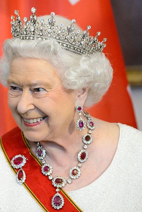 Queen Elizabeth's Diamonds Are Polished with Gin & Water ...
