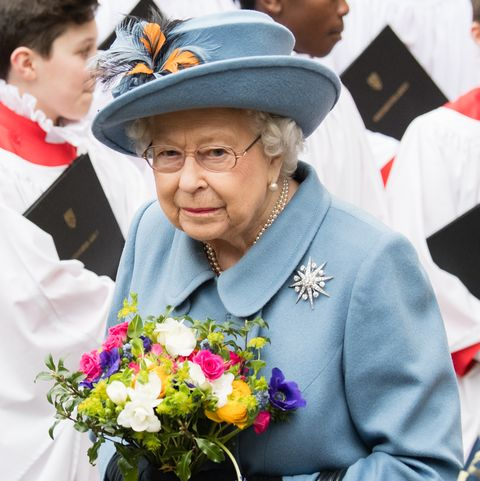 エリザベス女王 新型コロナウイルス 感染拡大 公務