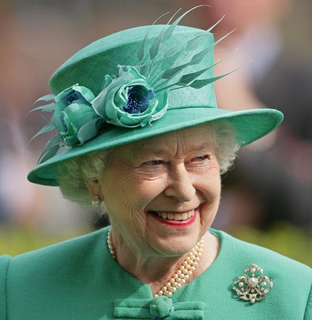 queen elizabeth ii attends ascot races