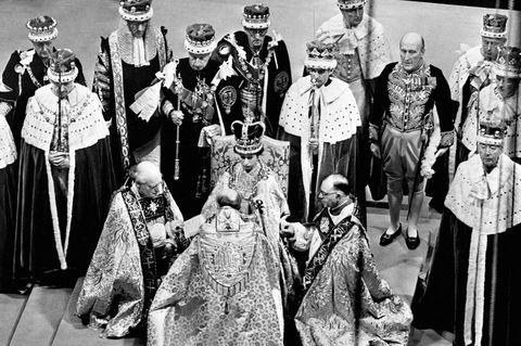 queen elizabeth ii 67 years ruling secret moments of queen elizabeth ii s coronation queen elizabeth ii 67 years ruling