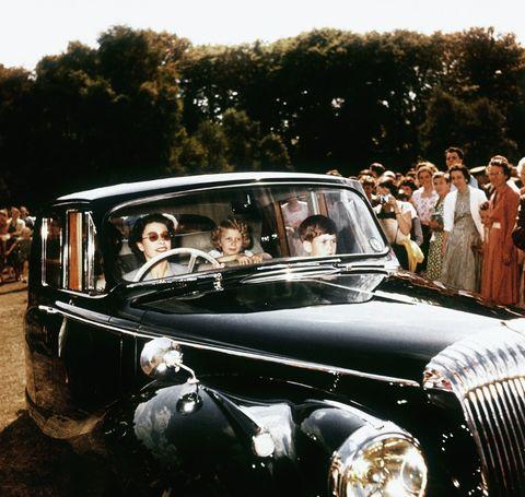 queen driving her children