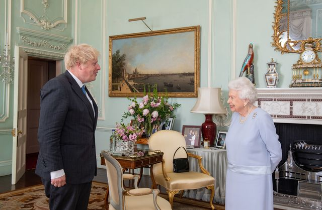 weekly in person meetings between the queen and prime minister resume