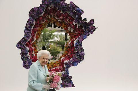 皇室成員的專屬分身?當英國女王、凱特與「另一個自己」相見歡的超萌反應!
