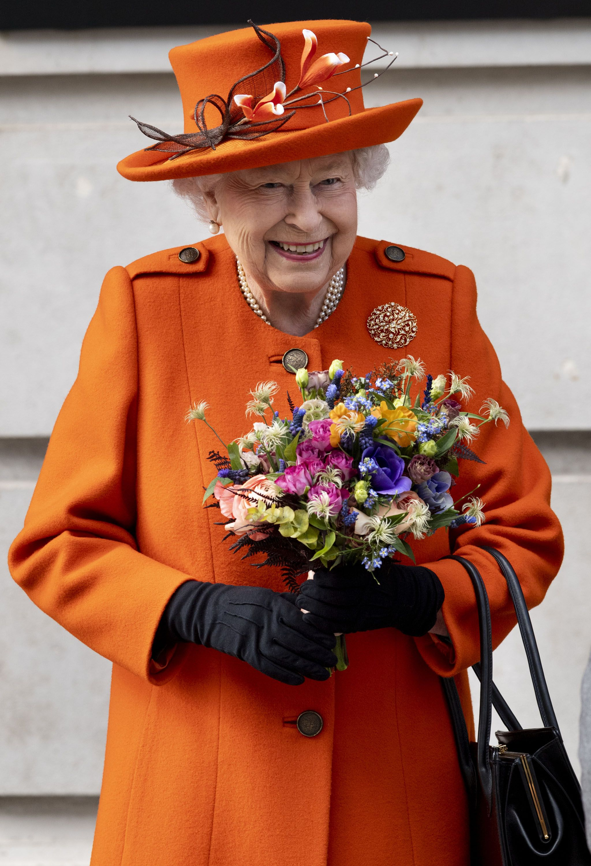 91dd6ee7a8 Queen Elizabeth II Posts First Instagram at Science Museum - See the ...