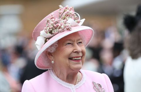 エリザベス女王 誕生日 ロイヤファミリー 新型コロナウイルス 祝砲
