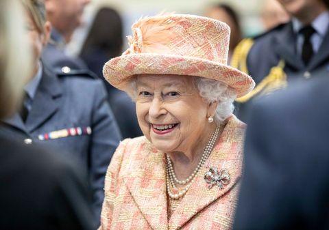 エリザベス女王 ウィリアム王子 キャサリン妃 アン王女 フィリップ王配 チャールズ皇太子 新型コロナウイルス
