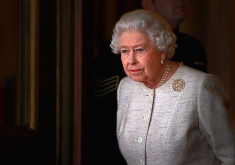 エリザベス女王 新型コロナウイルス 自主隔離 フィリップ王配 ロイヤルファミリー