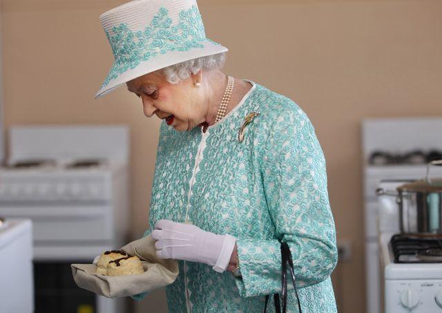 queen elizabeth ii and duke of edinburgh visit australia   day 9