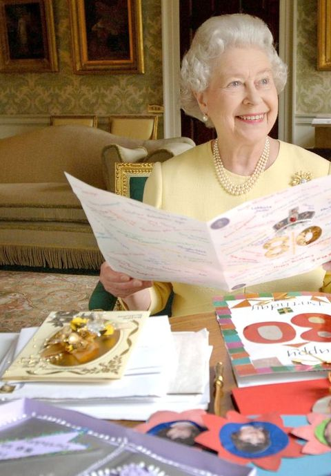 hm queen elizabeth ii displays cards sent for her 80th birthday   april 20, 2006