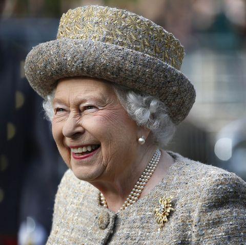 The Queen Opens Flanders Field WW1 Memorial Garden
