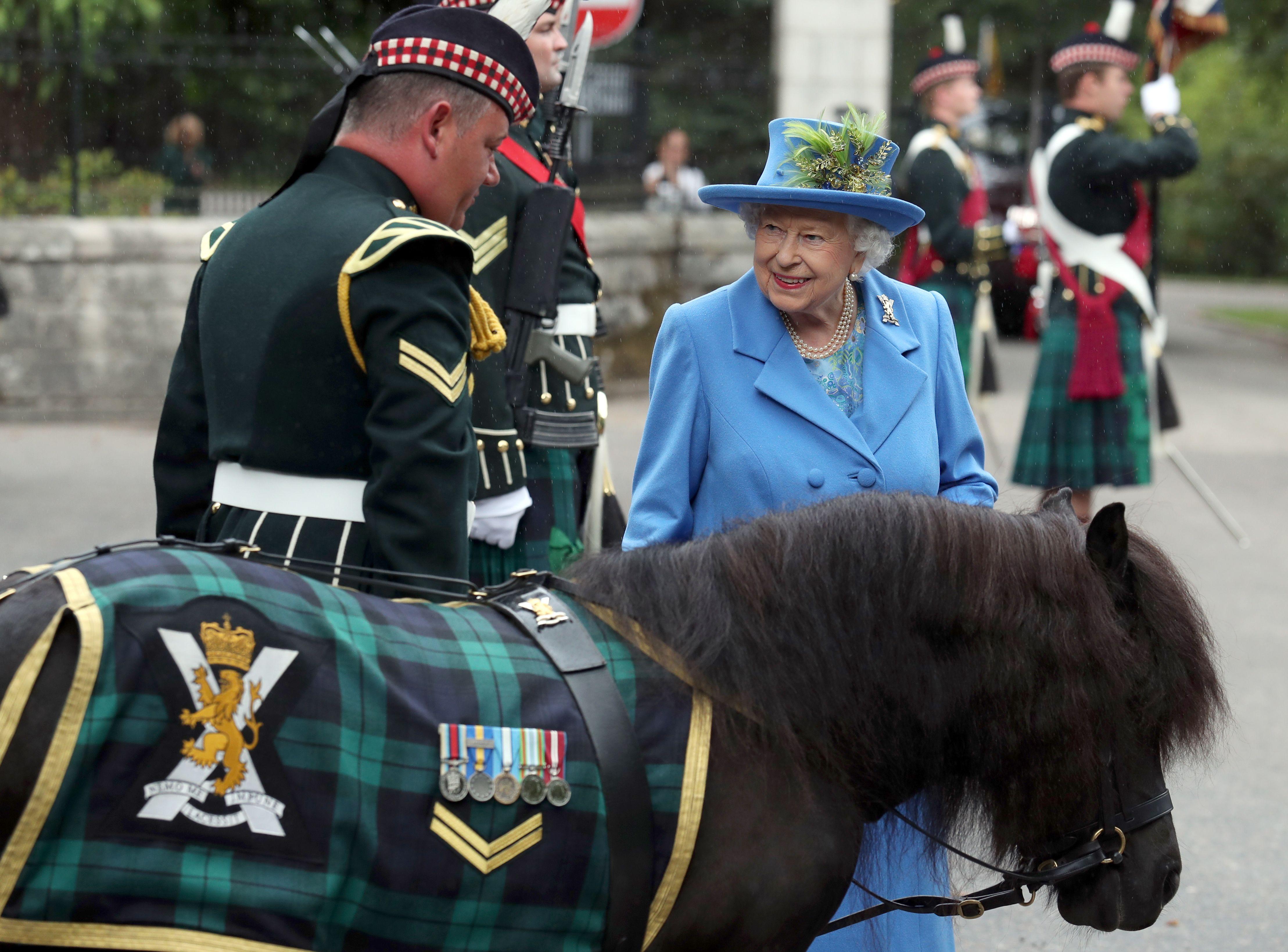 Queen Elizabeth with Cruachan.