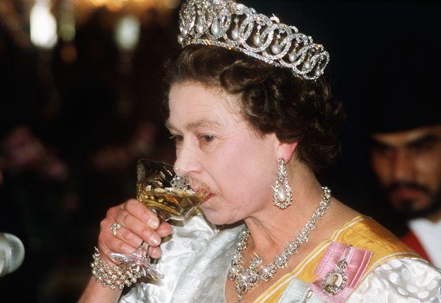 npl queen elizabeth ii attends a state banquet in nepal