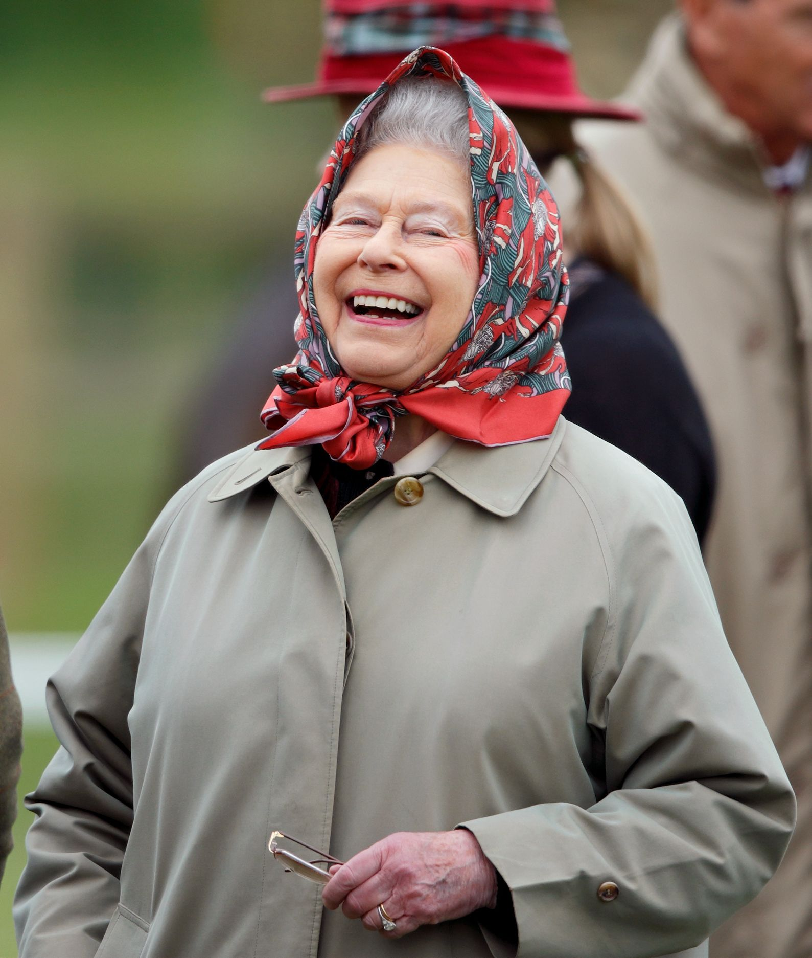 Queen Elizabeth Trolled a Group of Tourists Who Didn't Know Who She Was and I've Never Been Happier