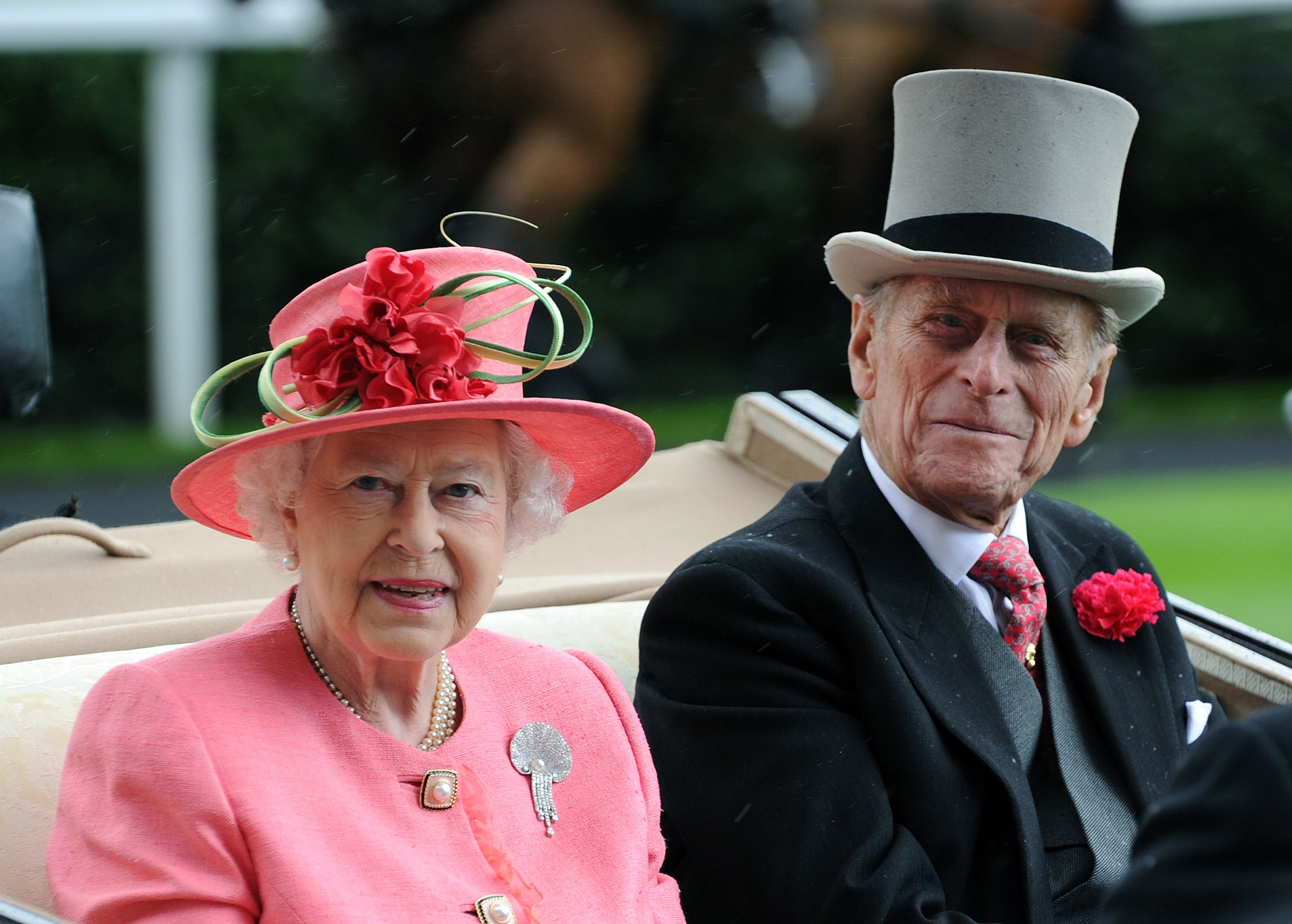 "The Queen and Duke of Edinburgh send ""sincere condolences"" to victims of hurricane Dorian"