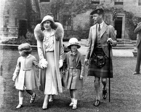 ジョージ王子 かわいい, エリザベス女王 幼少期, ハリー王子 幼少期, ハリー王子 かわいい, ハリー王子 子供, prince harry, prince william, prince george, princess charlotte, queen elizabeth, prince charles, princess anne, princess margaret, royals, royal kids ダイアナ妃 ウィリアム王子 ハリー王子 子供 写真 ロイヤルキッズ