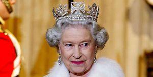 Queen wearing fur