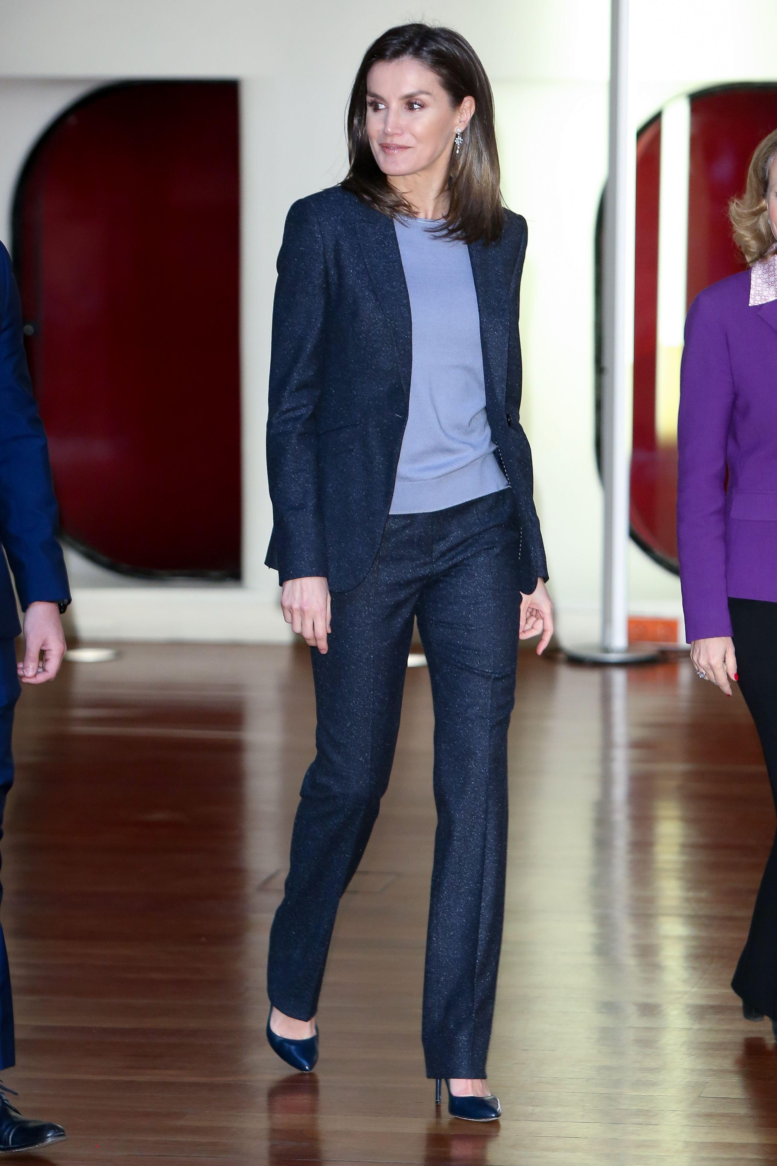 El estilo de la Reina Letizia - Todos los  looks  de la reina Letizia 29b8372b42a