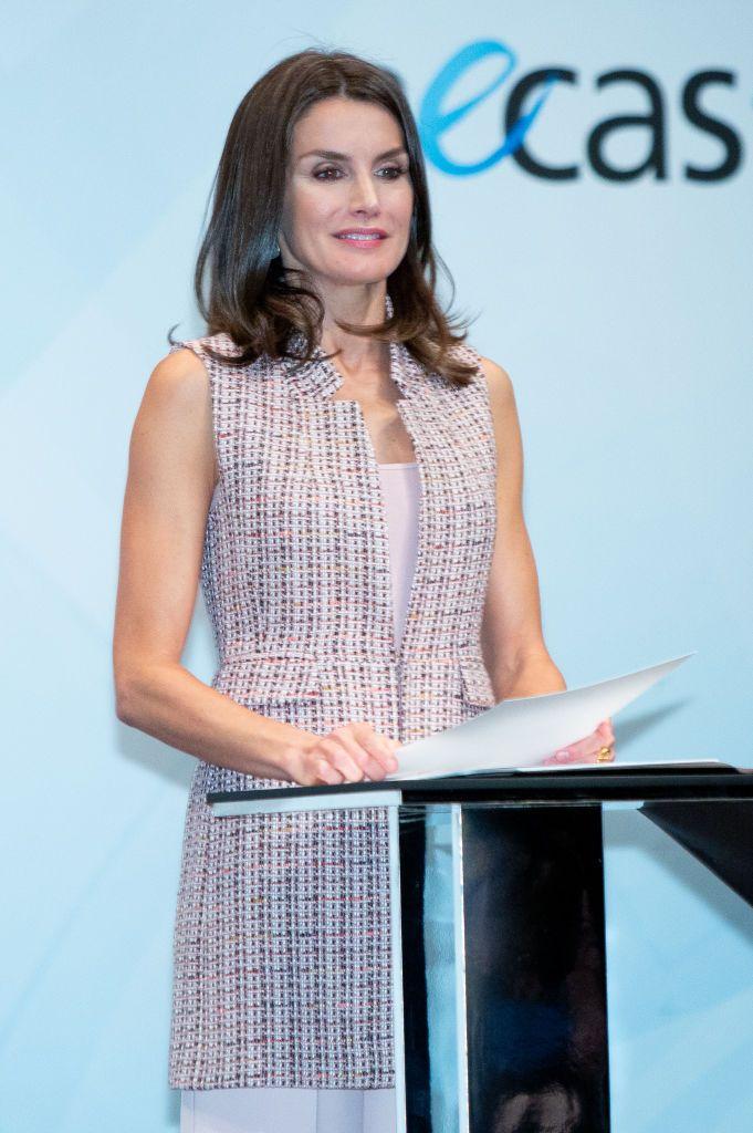 Doña Letizia estrena el chaleco de Zara (de 50 euros