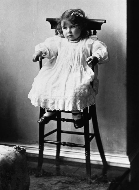 elizabeth bowes lyon as a child