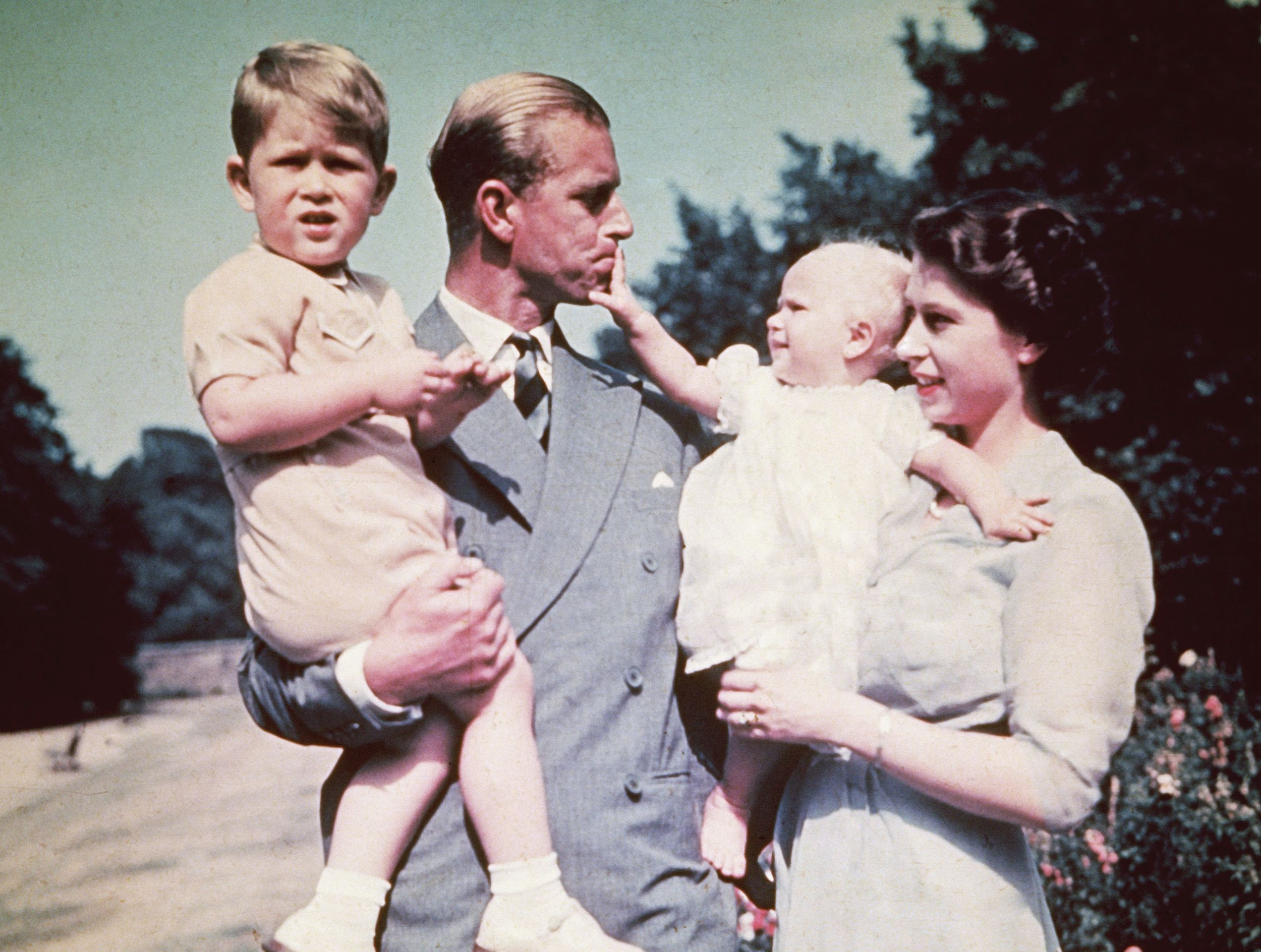 queen elizabeth s relationship with her children how many children does the queen have how many children does the queen have