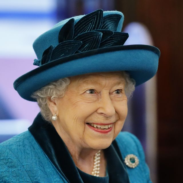 queen elizabeth ii london, england   november 26 queen elizabeth visits the new headquarters of the royal philatelic society on november 26, 2019 in london, england photo by tolga akmen   wpa poolgetty images