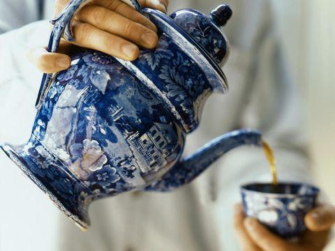 Finger, Serveware, Dishware, Cup, Coffee cup, Teacup, Wrist, Drinkware, Ceramic, Nail,