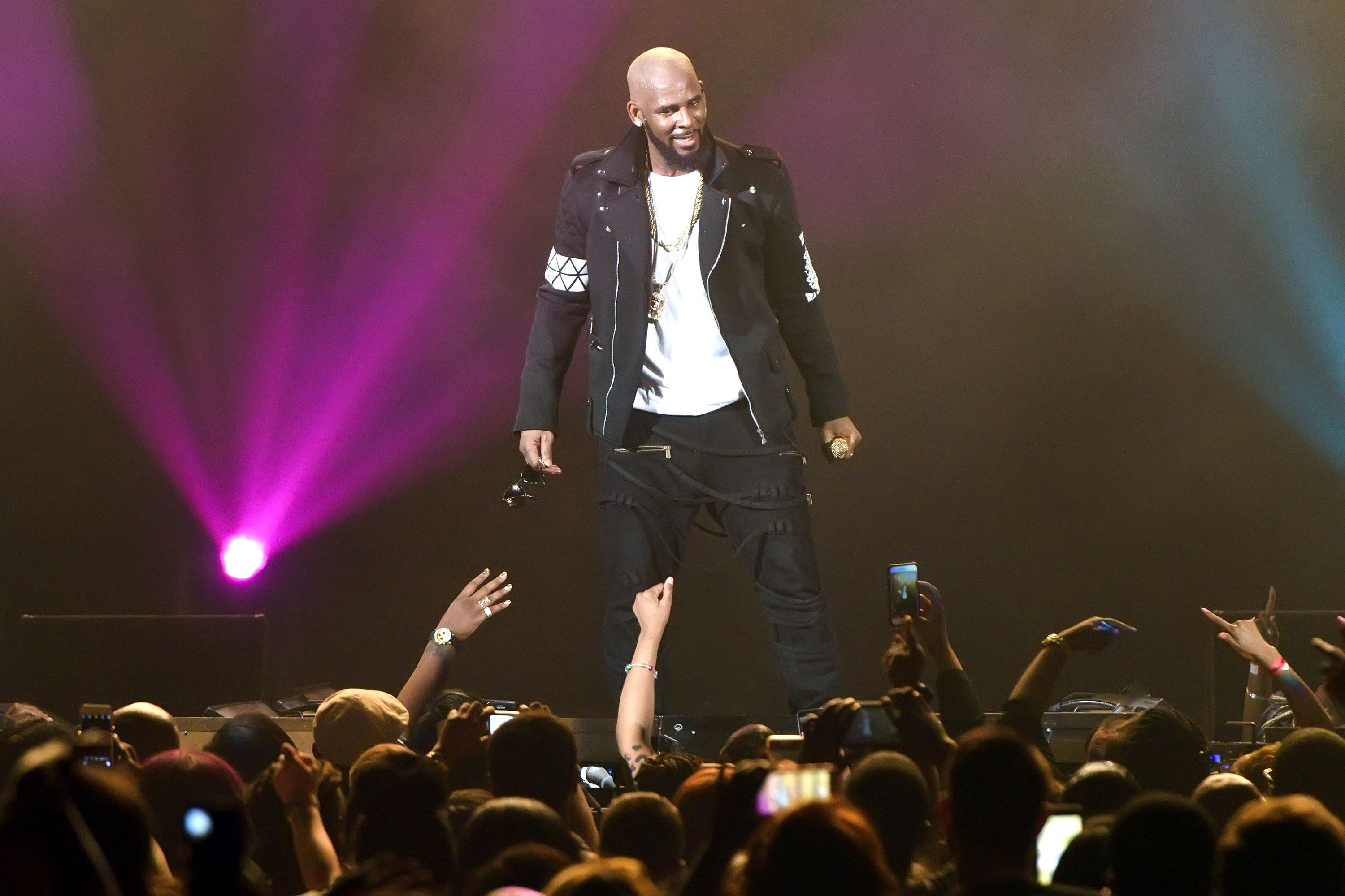 SURVIVING R KELLY DOCUMENTARY BBC 3 - Surviving R Kelly - a