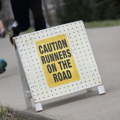 runners race sign