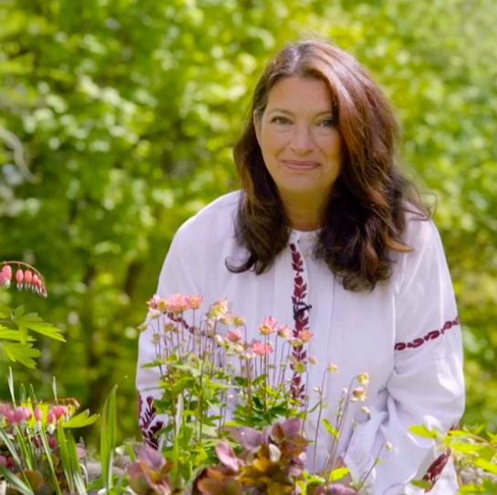 rachel de thame   chelsea flower show 2020   bbc