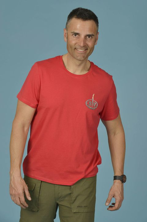 T-shirt, Clothing, Red, Neck, Shoulder, Sleeve, Arm, Top, Muscle, Chest,