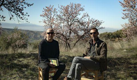 Rafael Navarro de Castro y Óscar López en Pagina Dos, para presentar su primera novela La tierra desnuda