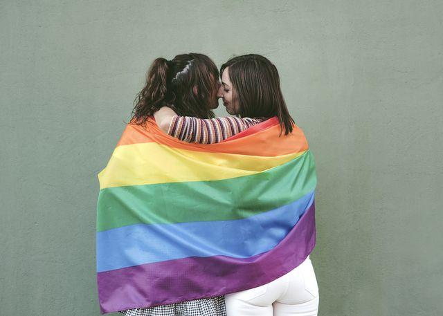 ragazze aggredite per bacio omofobia