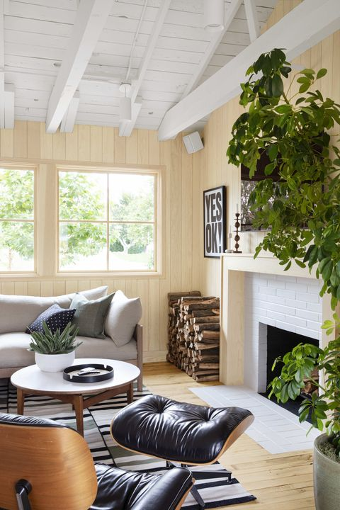 the outdoorsy type southern california cottage, homeowner raili clasen living room