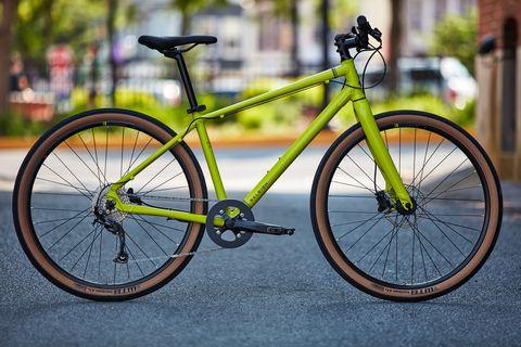 Land vehicle, Bicycle, Bicycle wheel, Bicycle frame, Bicycle part, Vehicle, Bicycle tire, Spoke, Bicycle drivetrain part, Bicycle handlebar,