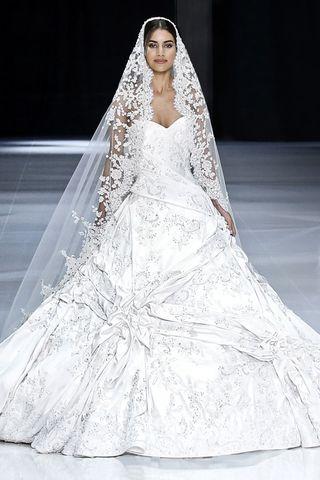 meghan markle wedding dress designer details who designed meghan