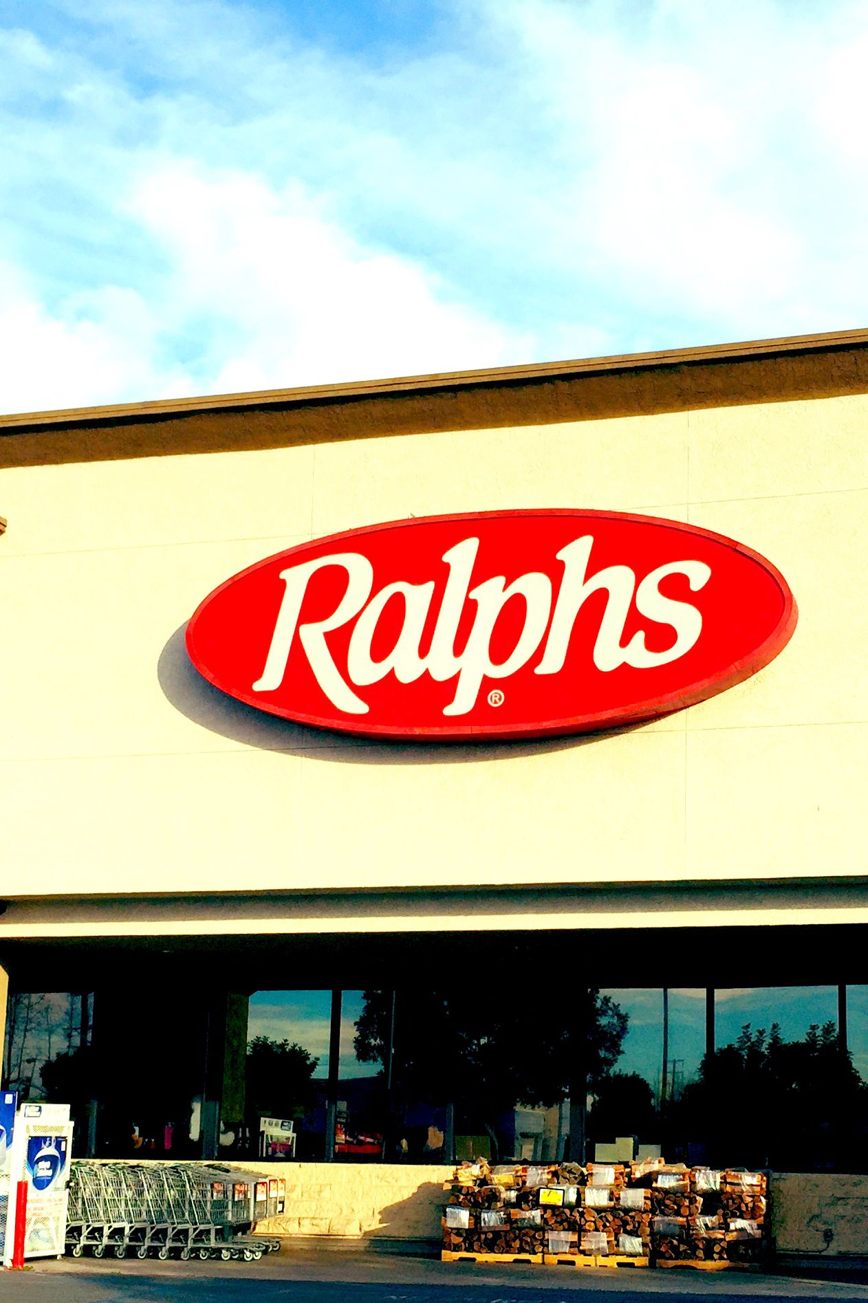 Ralphs supermarket open on christmas day