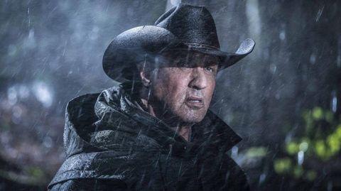 Rambo V Sylvester Stallone bajo la lluvia